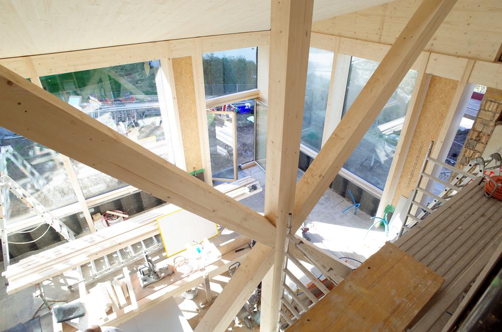 Baustellenfoto Umbau / Anbau Herrliberg: Der Holzbau Ist Aufgerichtet Und  Die Raumhohen Festverglasungen Sind Eingesetzt