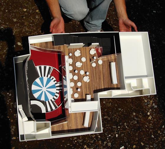 Modellfoto Innenarchitektur Umbau und Neugestaltung Disco Club Lounge Liquid in Bern. Die Bar befindet sich oberhalb der Tanzfläche.