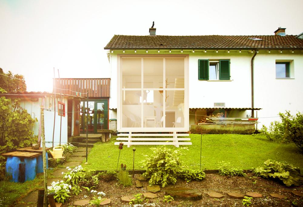 Fotomontage Umbau Haushälfte aus den 40er Jahren, überhohe Gartenküche mit Verglasung vom Boden bis zum Dach.