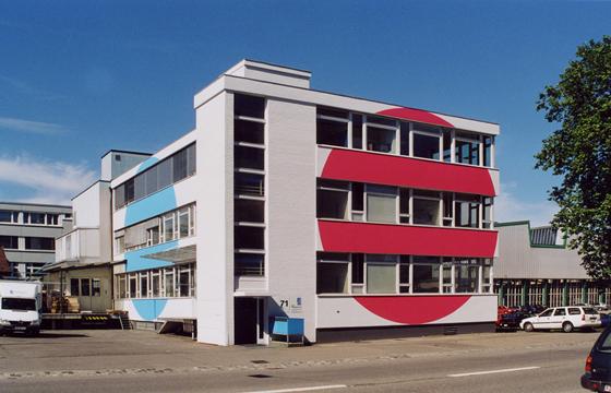 Umbau Fassadengestaltung Gewerbehaus, corporate identity